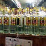 あさちゃん - 有名人もよく来るそうで。キープボトルが並ぶ店内
