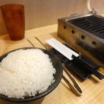 立喰い焼肉 治郎丸 - 大盛ライス 330円       ランチですから。もちろんコレから始まります。