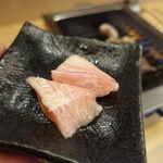 立喰い焼肉 治郎丸 - トントロ 100円