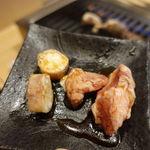 立喰い焼肉 治郎丸 - 豚ハラミ 110円       マルチョウ 120円