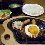 びっくりドンキー - 料理写真:「ランチバーグセット(エッグ)」915円也。税込。