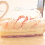 49788416 - 特選 白イチゴ~初恋の香り~のタルト