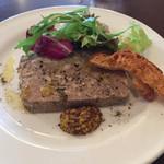 ビストロ・ラブーレ - 前菜  たっぷりお肉の自家製テリーヌ