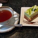 49791059 - ピスターシュショコラと紅茶