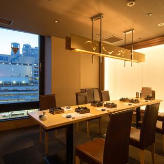 新宿駅の夜景が見えるVIP席8~10名様テーブル個室
