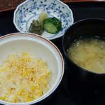 天利 - 天ばら、味噌汁、お新香
