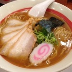 49792198 - 初代ラーメン司 大盛り669円(税込)                       こちらの店舗は盛り付けもきれいです。