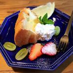 ハナノワcafe - 甘いもの、本日はシフォンケーキでした。