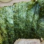 武蔵家 - 海苔増しは5枚50円。