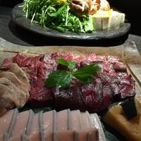 中々屋 - 和歌山県太地町直送!「クジラのハリハリ鍋」水菜も旨い。