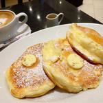 49794019 - 【オススメ】リコッタチーズのパンケーキとカフェラテ