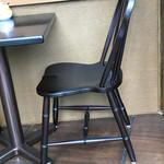 49794973 - 密度がつまってて、しっとりした肌触りの椅子。なかなかに美しい造形かと。