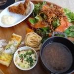 64 Bistro - ◆デリプレートには 「野菜サラダ」「かすごのフライ」「コーンのキッシュ」「コンソメスープ」「パスタ」「ミニパングラタン」などが盛られています。