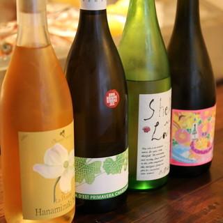 魚介にぴったりの国産ワインと日本酒が充実
