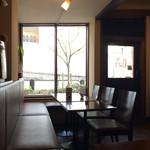 珈琲 門 - テーブル席
