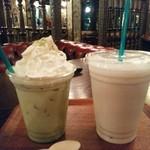 49800702 - 「抹茶ラテ(アイス)」  ¥350 「バナナジュース」 ¥400