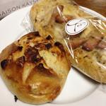 メゾン・カイザー・ショップ - 春キャベツとソーセージのフーガスとアプリコットとピスタチオのパン