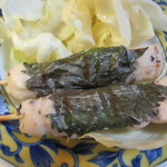 やきとり 蛙 - 料理写真:塩焼きは6本3種類、先ずはささみの梅しそ巻き、一本130円。