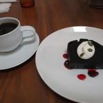 49804200 - チョコレートケーキ(グリオットチェリーソース&生クリーム添え)