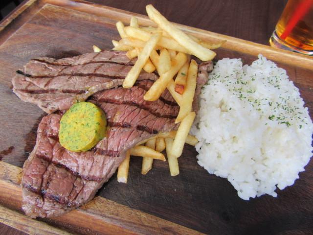 肉ビストロ SIXMARS - 和牛スライスステーキ、フレンチフライ、ライス