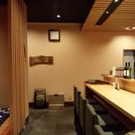 和旬 いさりび - 店内はカウンターと小上がり、他に広い和室も