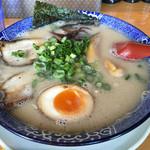 鶴亀堂 - 料理写真:博多とんこつ 全部のせ 690円 (2016年.4.11)