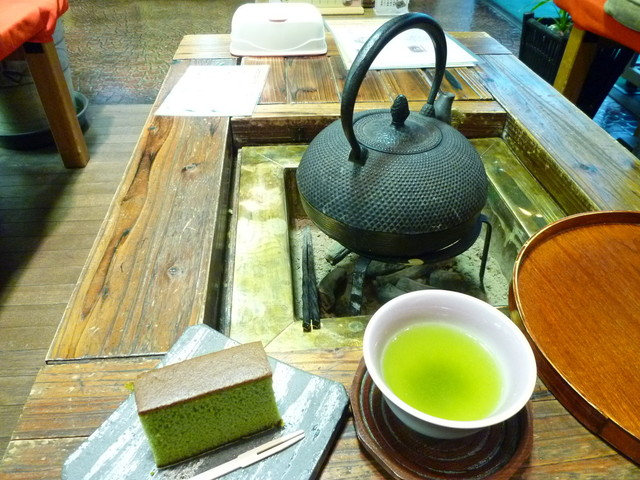 山本山 日本橋本店 - 抹茶カステラと煎茶