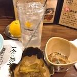 湯沢釜蔵 - お通しと生レモンサワー