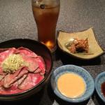 味鉄 - 神戸牛炙り鉄火丼ランチ1050円税込