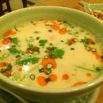 Soi Gapao - 鶏とココナッツミルクのスープ(トムカーガイ)