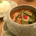 49817691 - 鶏肉と茄子のレッドカレー(ゲーンペッドガイ)