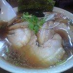 餃子の庶民亭 - チャーシューめん650円(ラーメンは450円、大盛は100円、チャーシューは炙りチャーシュー)