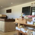 49829003 - 果物や野菜の他に、萩焼も売ってます
