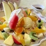49829010 - フルーツフレンチトースト  フルーツに隠れて見えな〜い♪