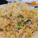 龍高飯店 - 龍高飯店 西葛西店 平日ランチ チャーハン・餃子セットのシンプル味でパラパラ食感のたっぷりんこのチャーハン