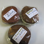 キチココ - 様々などら焼きの中から家族に一個づつ3種類のどら焼きを選びました。