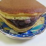 キチココ - 自家製のつぶ餡をフワフワでしっとりとした皮で挟んだ定番の人気商品です。