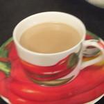 ラ・ヴァチュール - カフェオレは奇抜なパプリカのカップ&ソーサー