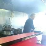 九州ラーメン 六五六 - 厨房&親父さん