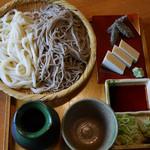 拾遍舎 - 合い盛り膳(ざるそばとざるうどんの合い盛り)イチオシ