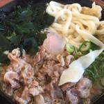一六うどん - 肉・玉子・ごぼう天・ワカメ 麺は1.5玉のサービス