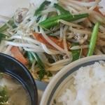 クレイン - ニラ肉炒め定食(ご飯小盛)