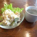 幡ヶ谷CAFE - セットのサラダとスープです
