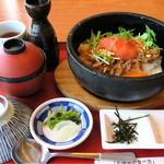 加西サービスエリア(下り線)レストラン - とっくりに出汁  お茶漬け用の薬味と茶碗  漬物
