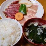 4985313 - ランチ焼肉定食 ご飯とスープ