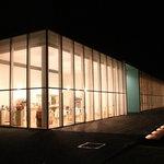 cafe maru2tasu - 夜のお店の外観
