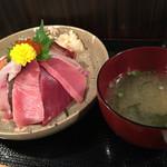 魚処 一 - 海鮮ちらしと味噌汁です