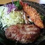 味処 大作 - 料理写真:お店オススメのハンバーグ この日はエビフライ付き