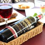 レストランフリアンディーズ - 船便でやってくる様々なワインを取り揃えております。