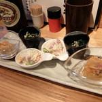 トタン屋本舗Juichi - 201604 お通しの前菜3種盛り。鶏の南蛮漬け、小松菜のお浸し、ポテサラ